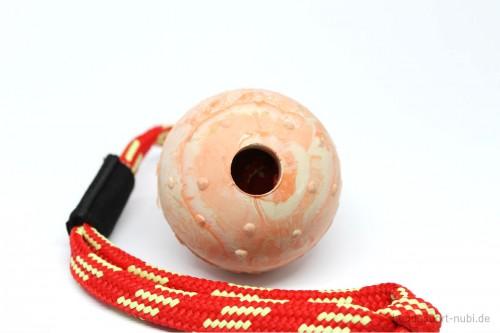 Ball aus Naturkautschuk mit Griff von Julius K9, Detail - Hundespielzeug günstig kaufen