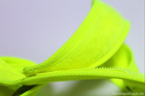 Halstuch für Hunde neongelb reflektierend - Verschluss - Signalfarbe - Sicherheit - Hundesport Nubi - Shop für aktive Hunde 2