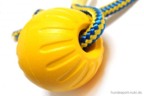 Starmark Ball mit Seil gelb - Swing n Fling M - Detail - Hundespielzeug günstig online kaufen bei Hundesport Nubi