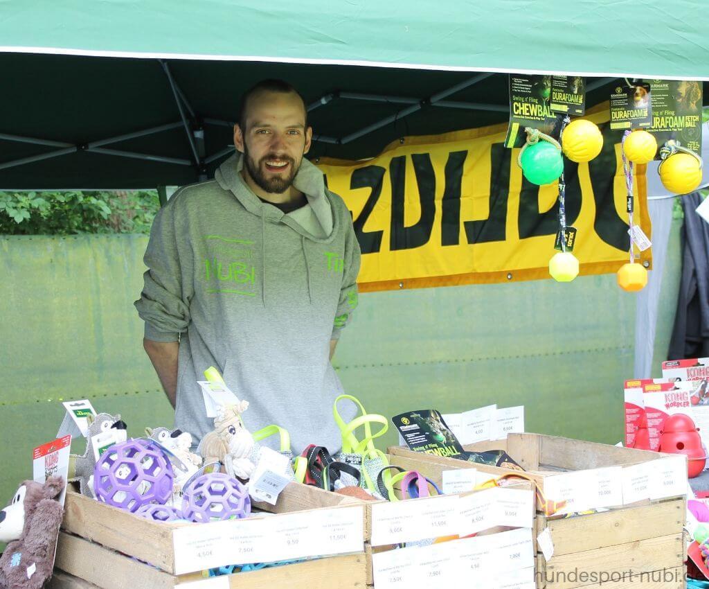 Tim am Hundesport Nubi-Stand beim Verein für Deutsche Schäferhunde